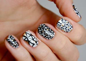 black-and-white-triangle-geometric-nail-art-1